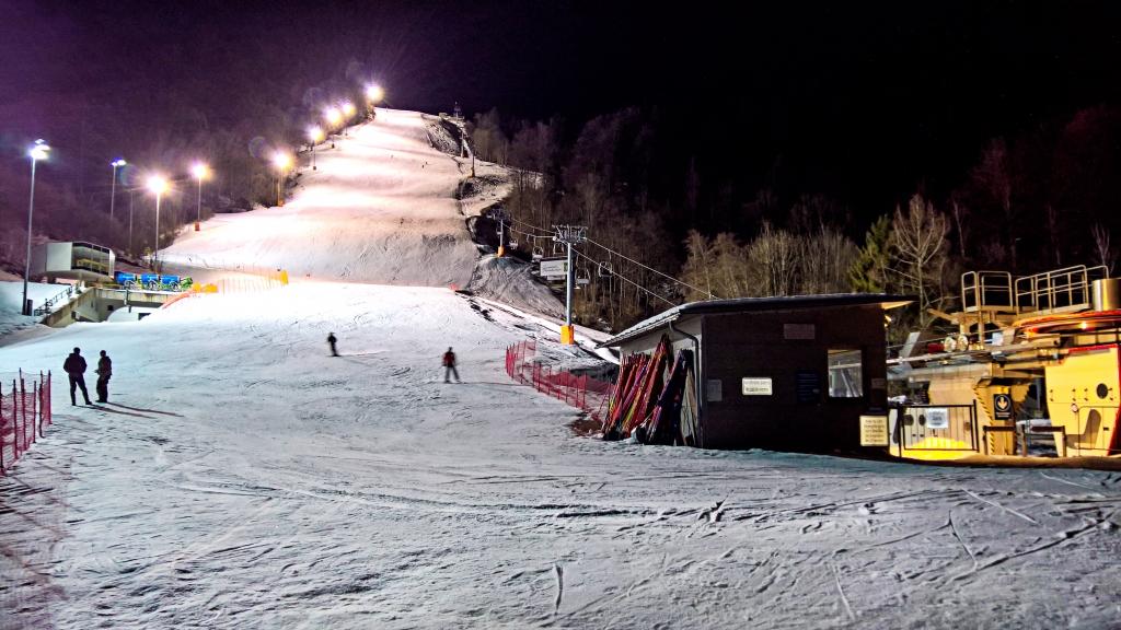 Skifahren bei Flutlicht am Gudiberg